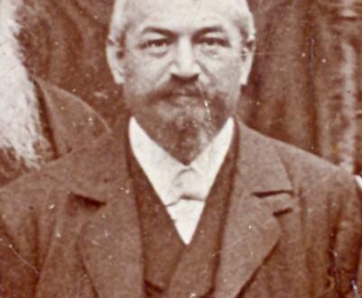 Българският юрист и публицист проф. Стефан Бобчев (1853-1940) Фрагмент от обща снимка в Рилски манастир. Фото Карастоянов, 1896