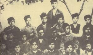 Ученици-от-III-клас,-членове-на-гимнастическото-стрелково-дружество-в-Сливен-1879г
